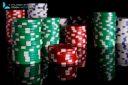 Poker jetons isolées sur fond noir