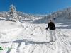 Skieuse sur les piste de ski