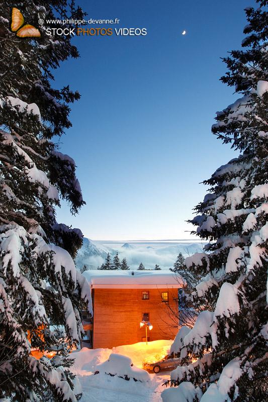paysage de neige de nuit