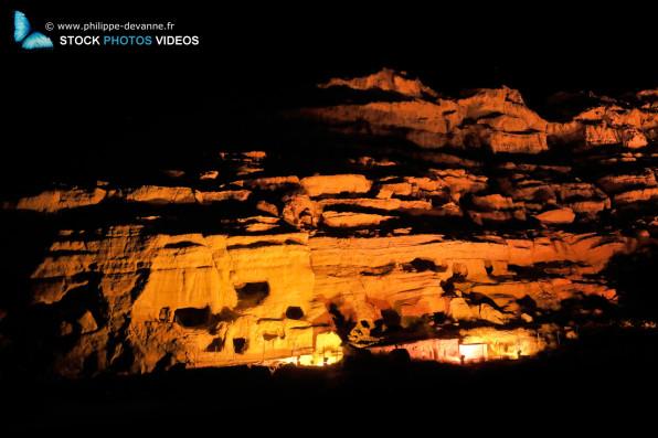 Grottes historiques de Matala Beach la nuit