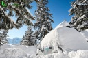 Voiture ensevelie sous la neige