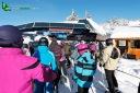 Skieurs au départ des télésièges