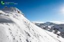 Pente enneigé dans les Alpes
