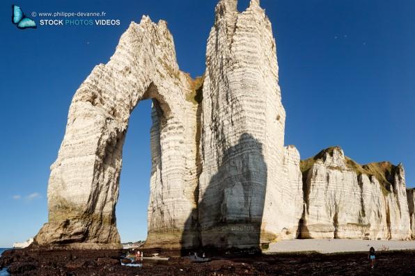 La porte d'Aval de la Falaise d'Étretat sur le littoral de la Manche en pay de Caux , département de seine-Maritime, région Haute-Normandie, France