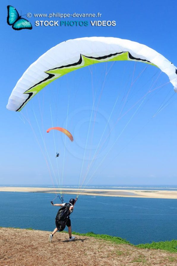 Paraglader takeoff, at dune of Pyla